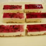 赤シソのレアチーズケーキ