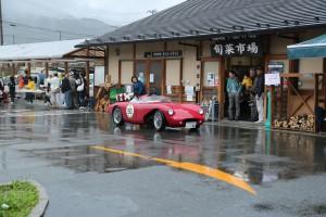 雨の中、クラシックカーがたくさんやってきました!