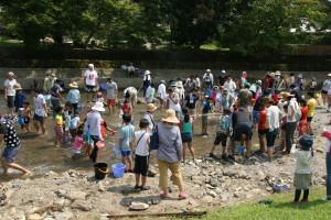 毎年行われている川遊びフェスタ