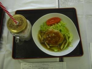 あまり野菜とゆばのハンバーグ和風あんかけと豆乳イチゴジュース