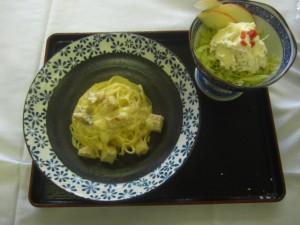 地鶏の塩漬の豆腐ベースのカルボナーラとおからのリンゴサラダ、キャベツのシソ酢合え